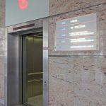 Fahrstuhl mit offener Tür